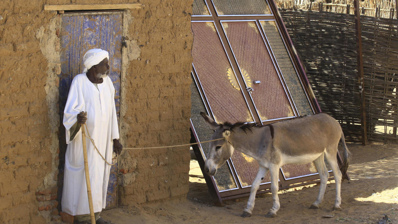 Photo of Gunmen kill at least 20 farmers in Sudan's Darfur, tribal chief says