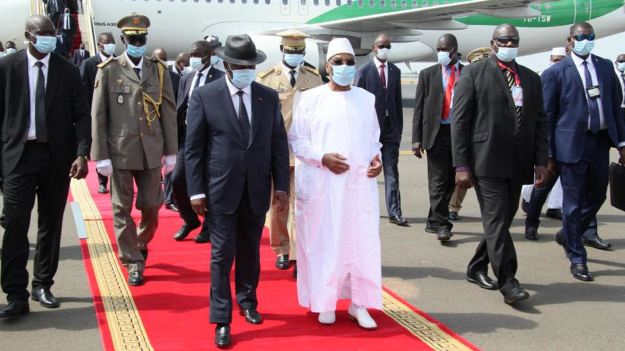 Photo of West African leaders plan extraordinary talks on Monday to end Mali crisis