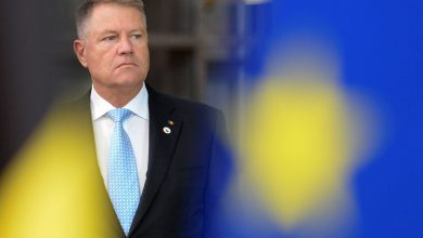 Photo of Romanian President Klaus Iohannis Votes In Election