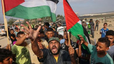 Photo of Palestinians in Gaza pledge to defy Israel to protest at border
