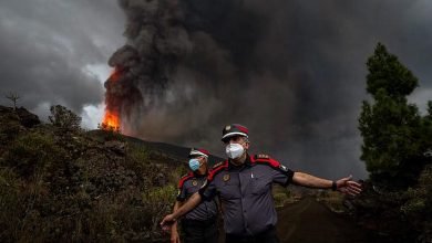 Photo of Canary Islands: Firefighters retreat as volcano intensifies